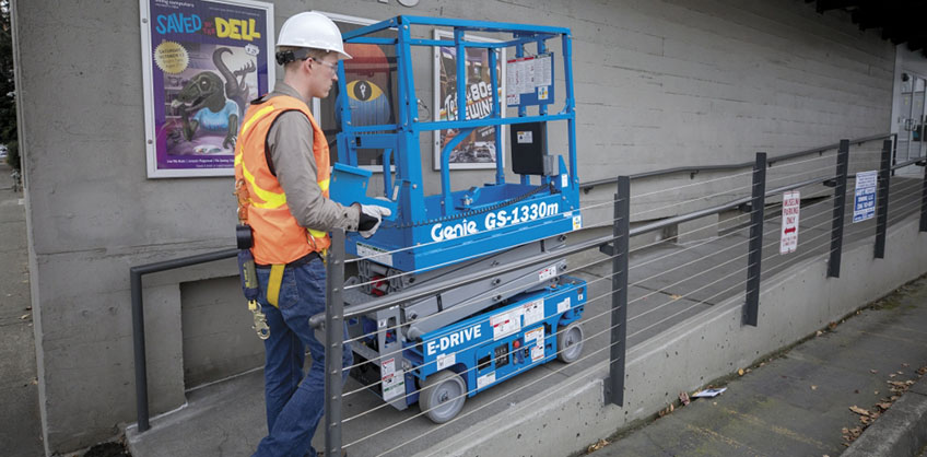 https://www.genielift.com/images/default-source/aerial-pros-featured-thumbnails/1---featured---before-work-begins-guidelines-for-daily-maintenance-on-scissor-lifts.jpg?sfvrsn=34c3c08a_22
