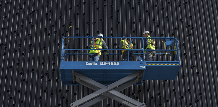 https://www.genielift.com/images/default-source/aerial-pros-featured-thumbnails/1---featured---when-work-is-done-for-the-day-guidelines-for-daily-maintenance-on-scissor-lifts.jpg?sfvrsn=5545b5b_18