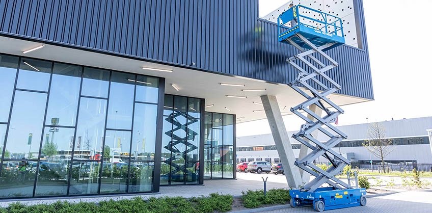 https://www.genielift.com/images/default-source/aerial-pros-featured-thumbnails/featured-changes-to-genie-scissor-lifts-and-vertical-mast-lifts-you-need-to-know-about.jpg?sfvrsn=a7f9ee1a_23