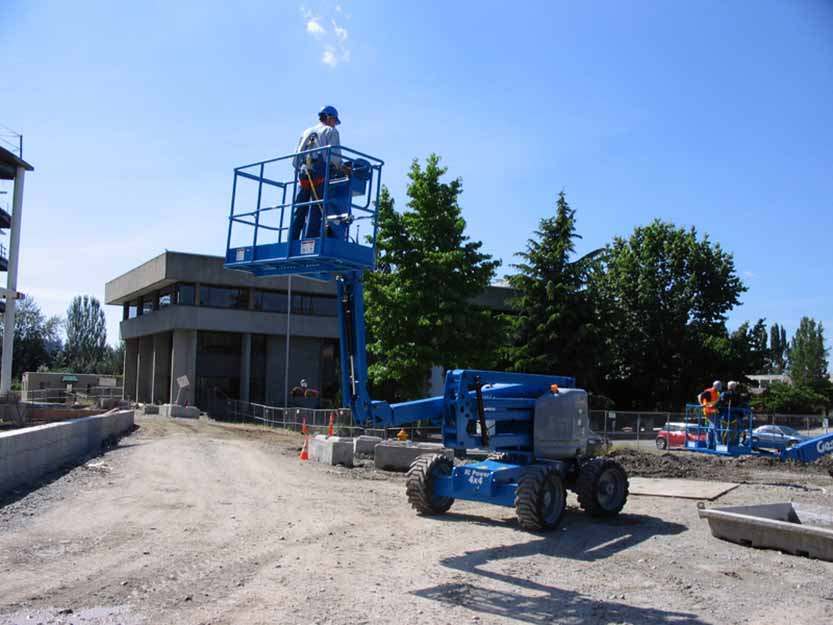Genie Z-51/30J RT articulating boom lift