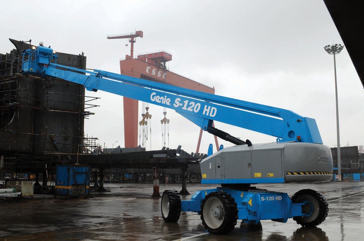 Genie S-120 HD telescopic boom lift